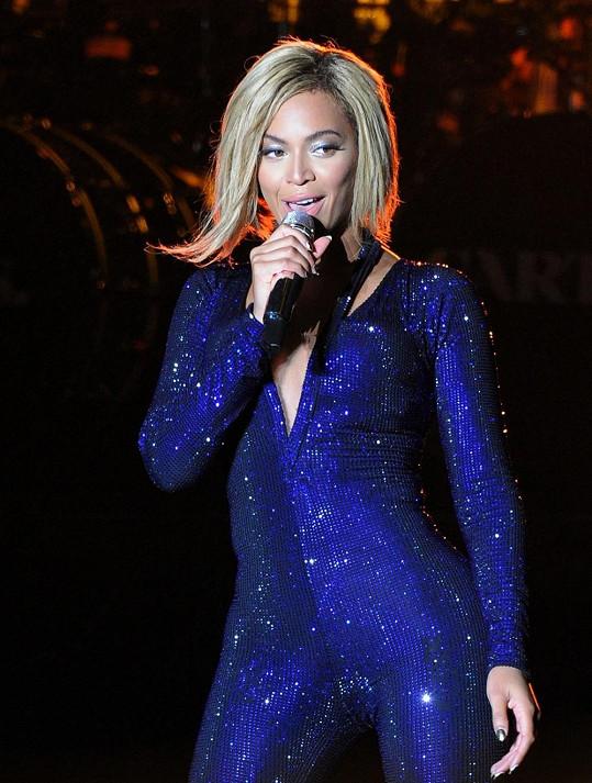 A to už je Beyoncé během jednoho z koncertů