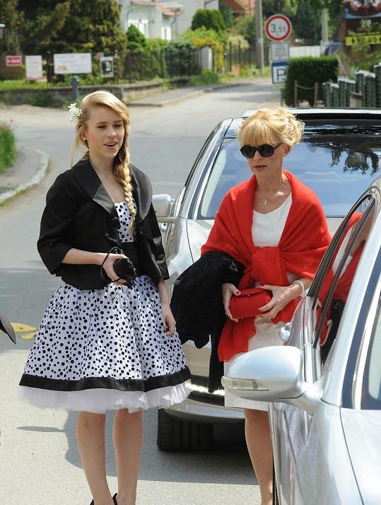 Dana Batulková (vpravo) dodnes viní z rozpadu svého manželství s Davidem Prachařem herečku Lindu Rybovou...