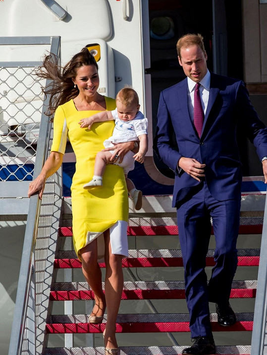 Po příletu do Austrálie 16. dubna Kate doslova zářila v citronově žlutých šatech britské návrhářky narozené v Srbsku Roksandy Ilinčić.