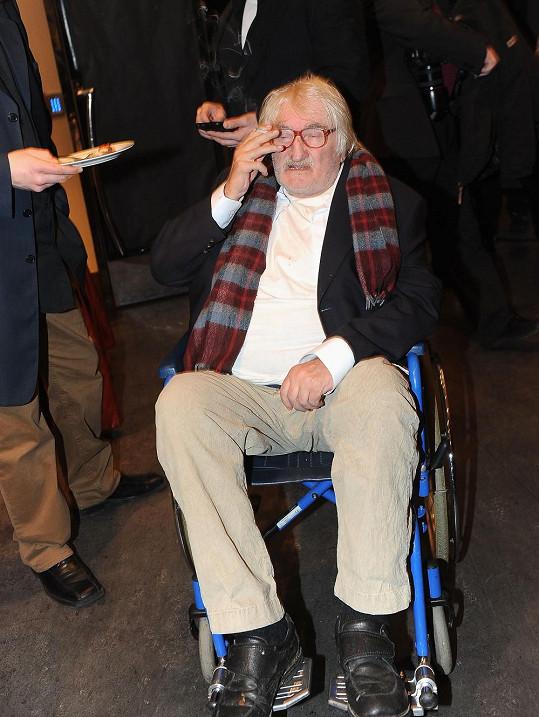 Pavel Landovský trávil večer na vozíku.
