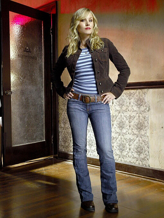 Herečka na promo fotografii k seriálu Veronica Mars.