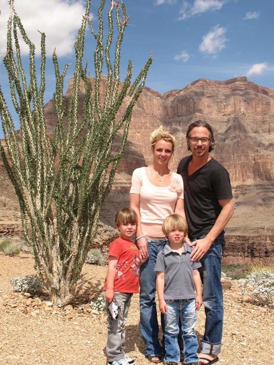Britney s Jasonem Trawickem a jejími syny.