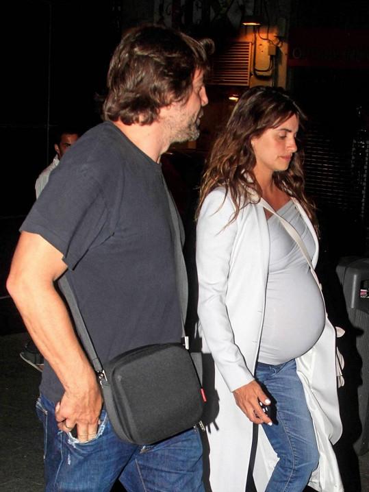 Herečka s manželem Javierem Bardemem.
