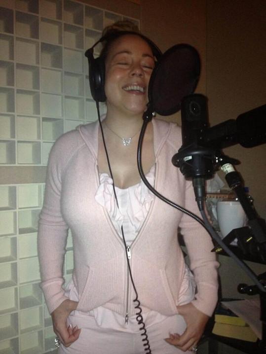 Mariah Carey je pilná jako včelička. Stíhá roli matky i zpěvačky.
