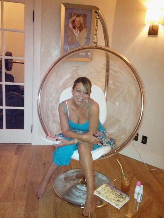 Mariah se podělila o snímek z nahrávacího studia.