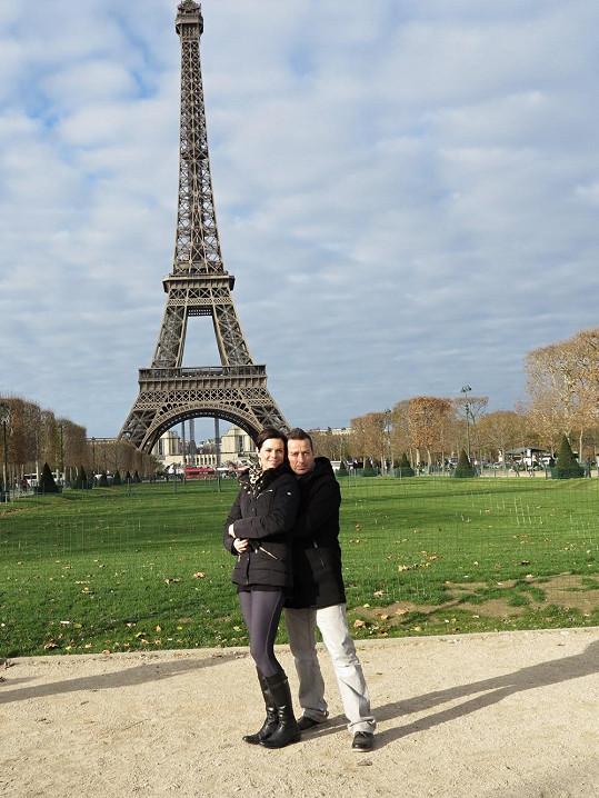 Na Eiffelovku se podívali ve dne...
