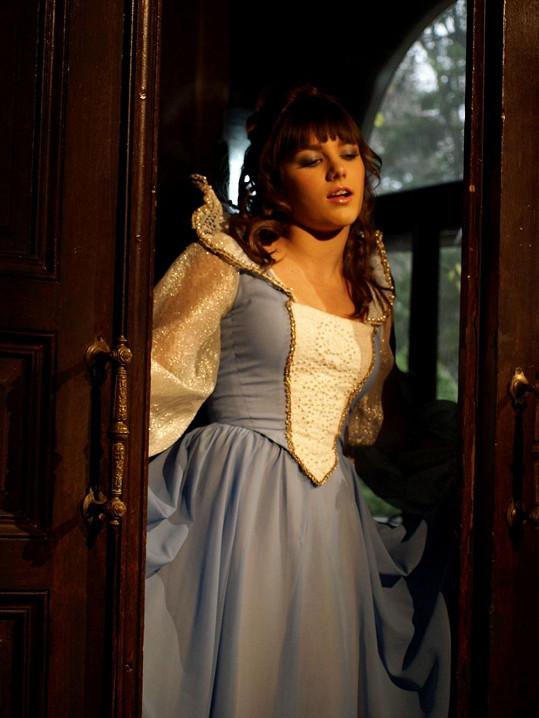 Ewa Farna se před šesti lety oblékla do šatů Libušky Šafránkové z pohádky Princ a Večernice.