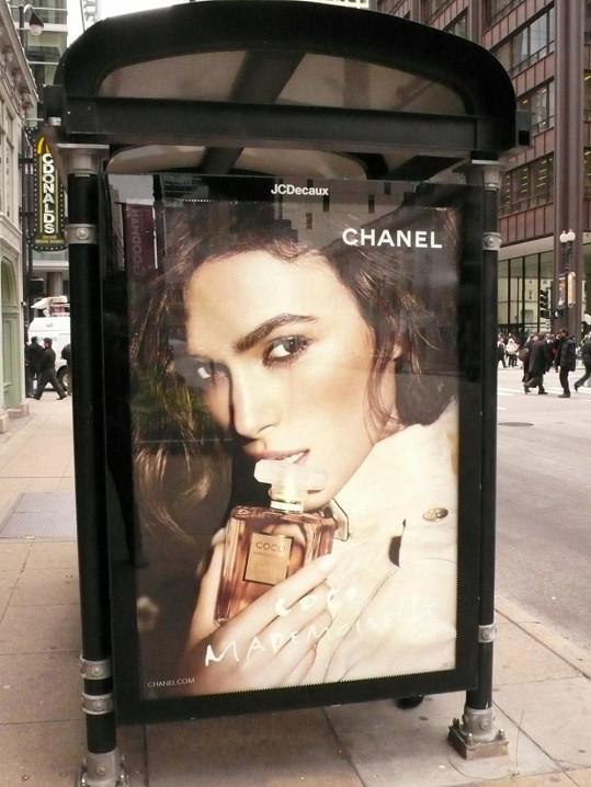 Na plakátech pro Chanel je Keira nádherná.