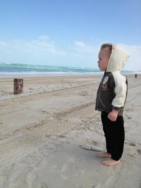 Na pláži bylo větrno.