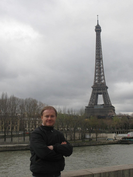 Houslistovi se jeho cesta do Paříže mohla pěkně prodražit.