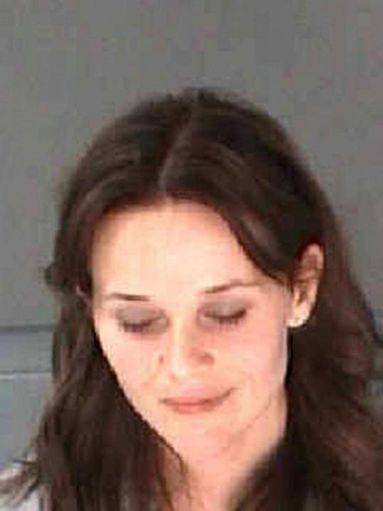 Alkoholem posilněná herečka na policejním snímku.