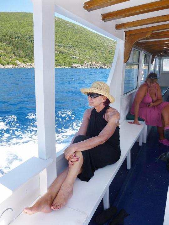 Na oblíbenou pláž jezdily holky lodí...