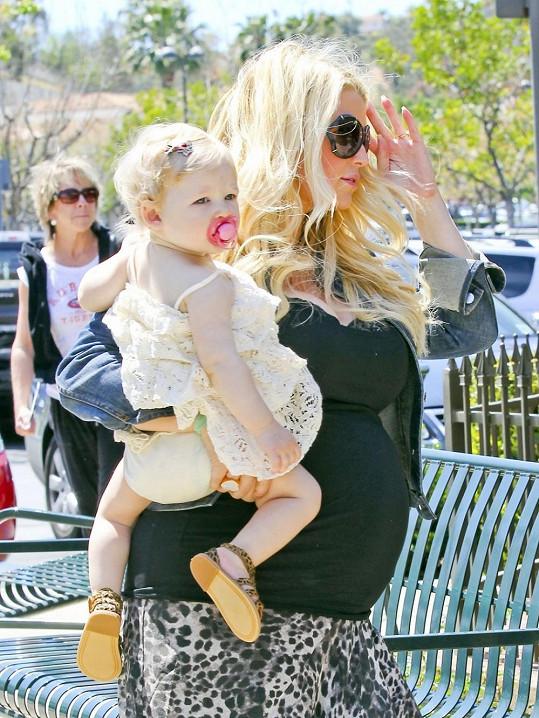 Jessica Simpson a její téměř roční Maxwell.