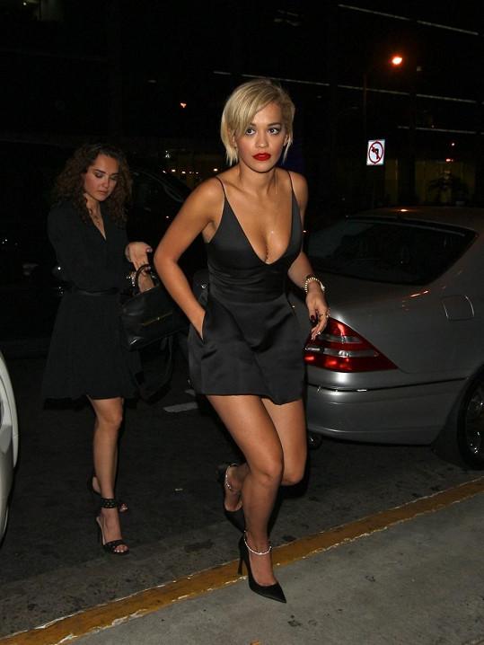 Rita je přirovnávána k Rihanně.