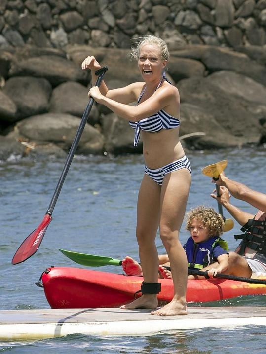 Herečka a modelka se na dovolené učila novým sportům.