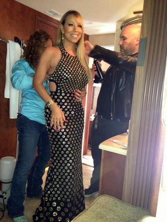 Úpravy zpěvačky před vysíláním American Idolu.