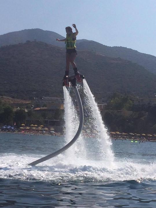 Létání na vodě si užila, i když udržet rovnováhu prý bylo neuvěřitelně těžké.
