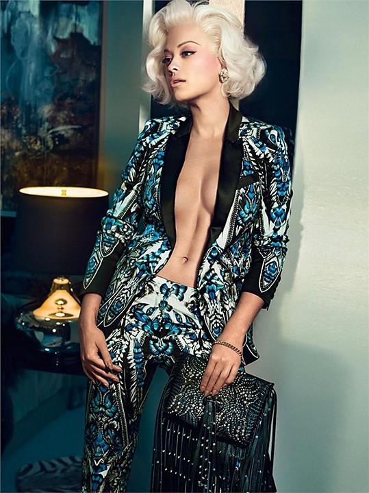 Rita Ora bez podprsenky