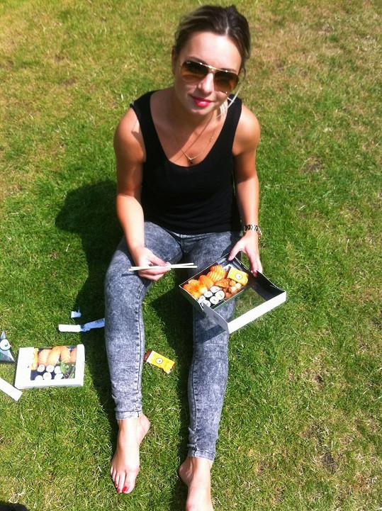 Piknik se sushi ve vnitrobloku Victoria and Albert Musea