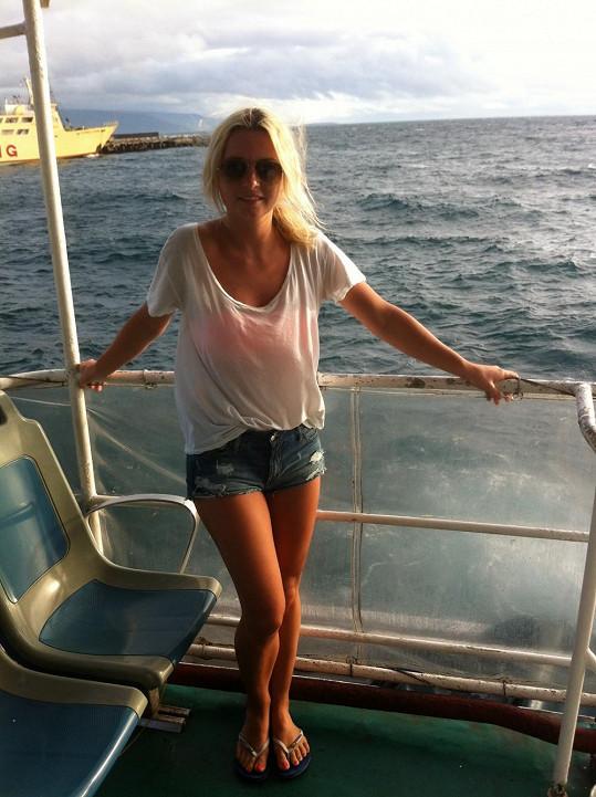 Cestování lodí po moři bylo pro zpěvačku někdy velmi náročné.