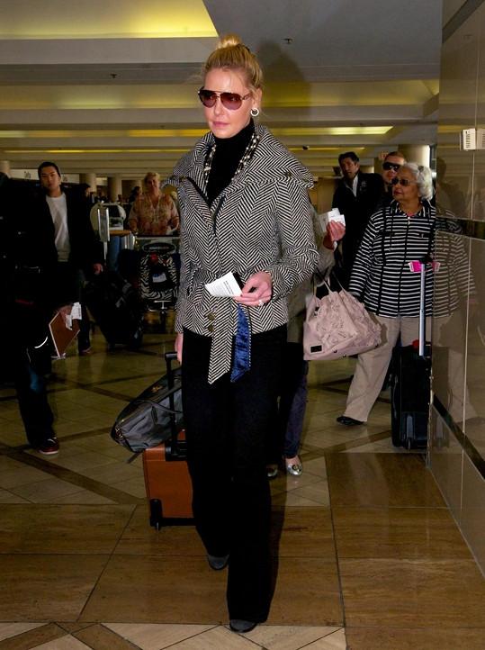 Katherine Heigl na letišti v Los Angeles.