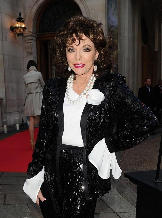 Joan Collins na osmdesát rozhodně nevypadá.