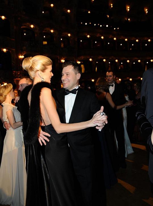Iveta s manželem při tanci.