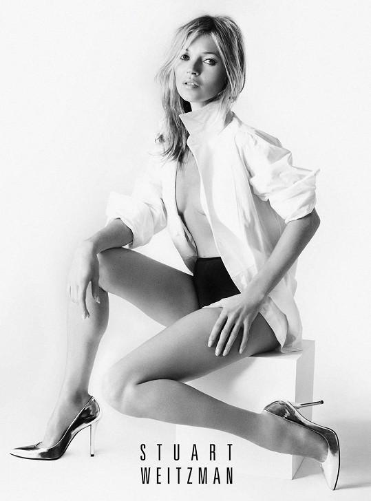 Mario Testino se postaral o to, aby Kate Moss na snímcích vypadala božsky.