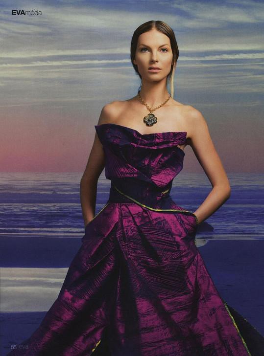 Modelka v šatech Viviene Westwood