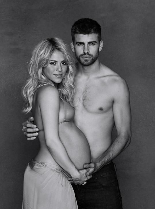Shakira a její pohledný fotbalista Pique.