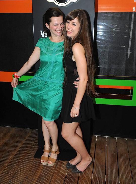 Marta s mladší sestrou Eliškou.