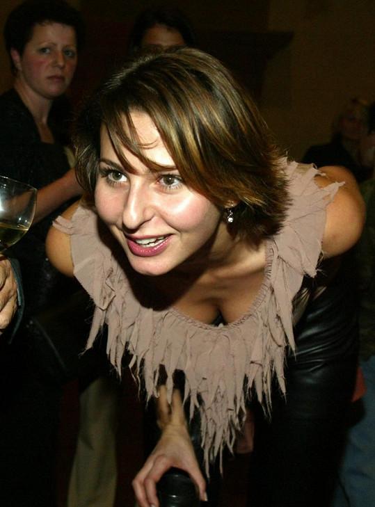 Ivana Gottová nechala nahlédnout do útrob svého dekoltu.