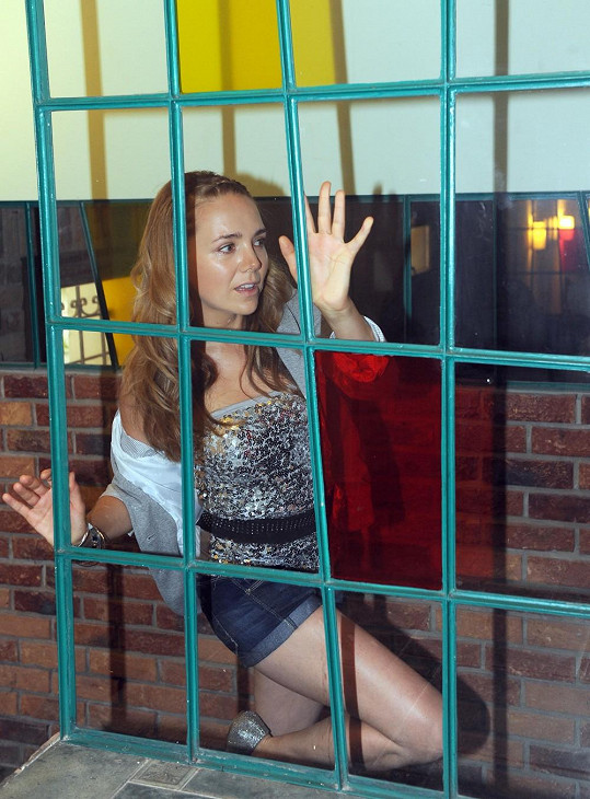 Vondráčková za mřížemi? Proč? To se dozvíme v klipu.