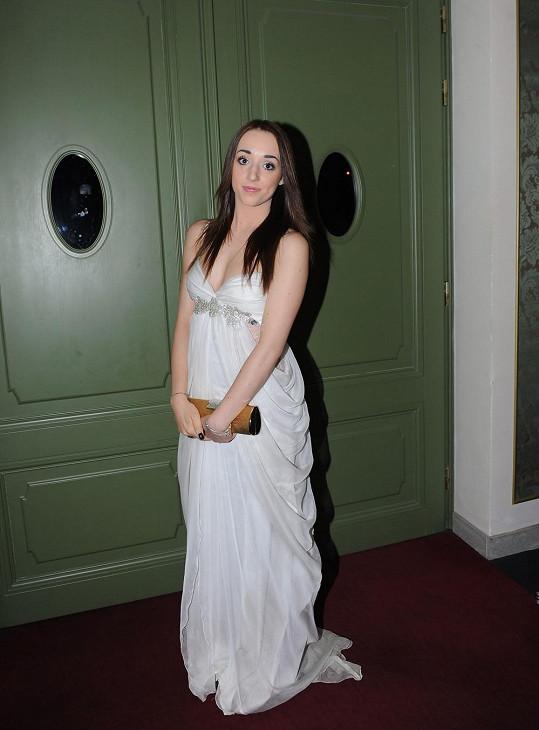 Adéla měla z dam šaty nejdecentnější.