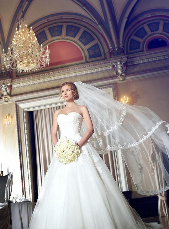 Takovou nevěstu by si přál mít doma každý muž.