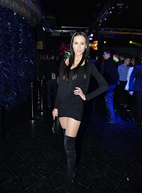 Misska Kateřina Votavová v černých mini.