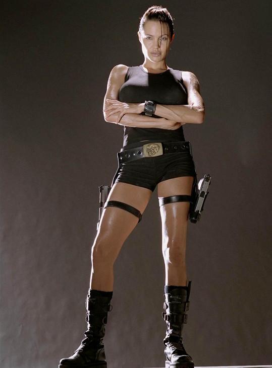 Laru Croft si ve filmové podobě hry Tomb Raider zahrála Angelina Jolie.