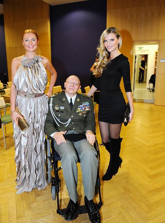 Romana, Veronika a veterán Jiří Schams.