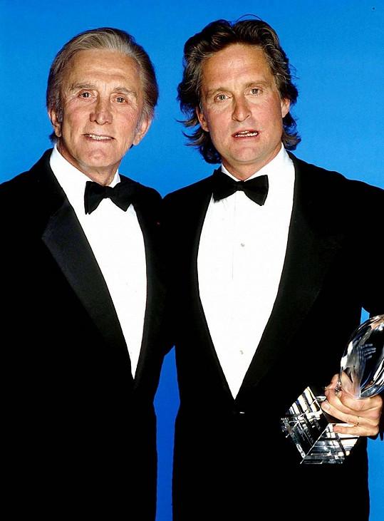 Kirk a Michael Douglasovi v roce 1988