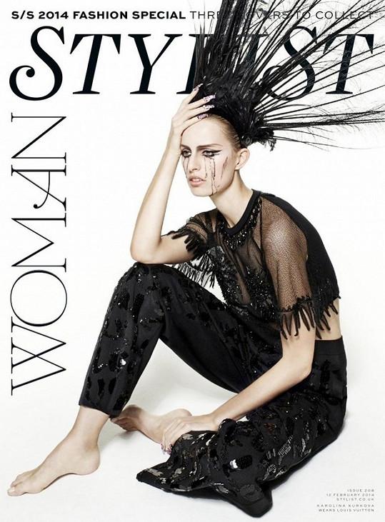 Karolína Kurková v modelu Louis Vuitton na jedné ze dvou obálek