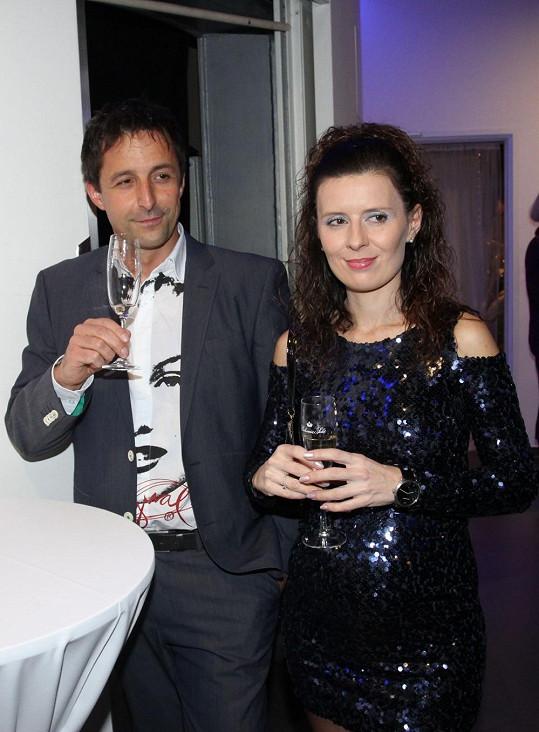 Tomáš vyvedl do společnosti svou partnerku Petru, která je profesí lékařka.