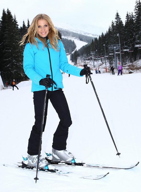 Moderátorka vyzkoušela i první sníh.