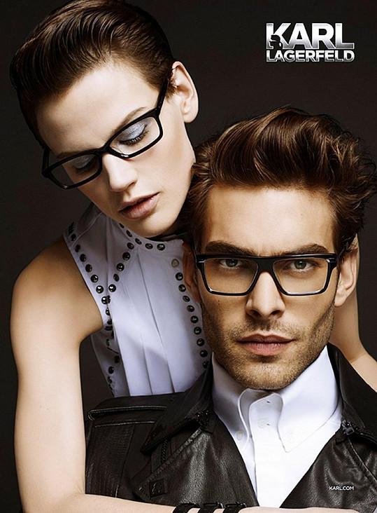 Nové brýle předvádí Saskia de Brauw a Jon Kortajarena.
