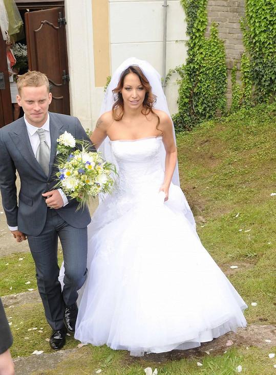 Agáta Prachařová a Jakub Prachař se vzali v kostele.