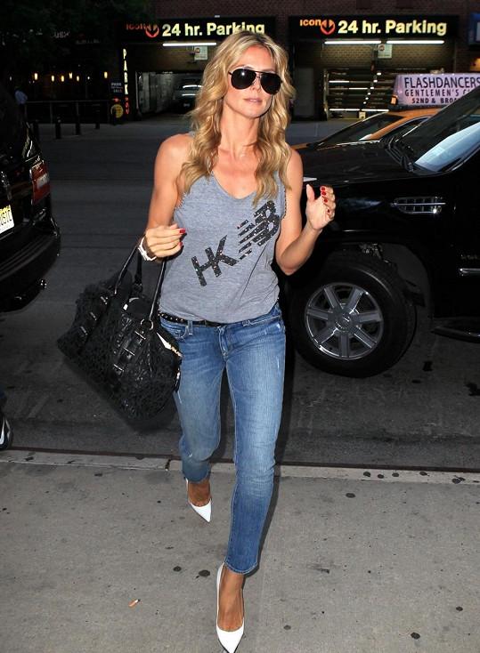 Ležérní styl Heidi padne jako ulitý. Měla by jej volit častěji.