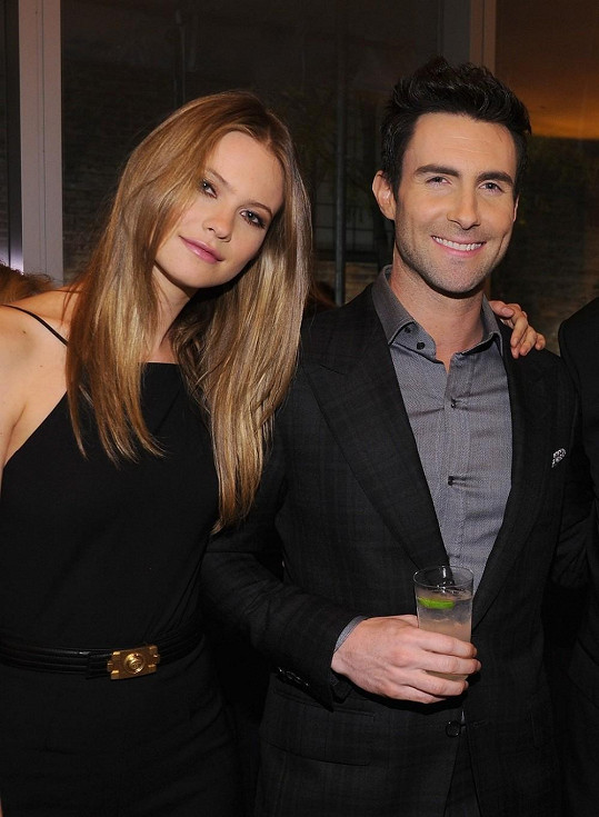 Adam Levine a jeho snoubenka Behati Prinsloo