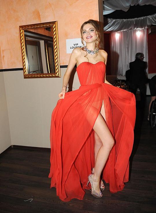 Nina Konečná ukázala nejen krásné šaty, ale i kalhotky.