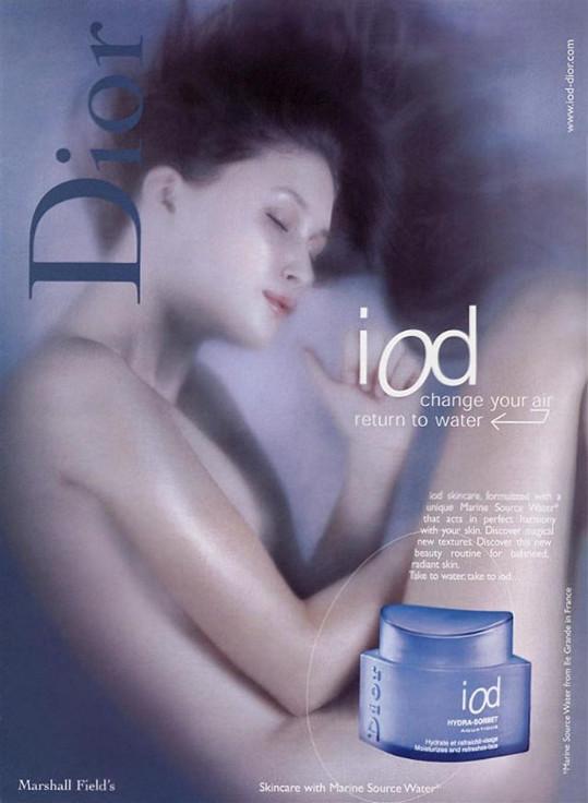 Během studia ji oslovila modelingová agentura Elite Paris a objevila se v několika kampaních propagujících parfémy a kosmetiku, jako např. Clarins a Dior.