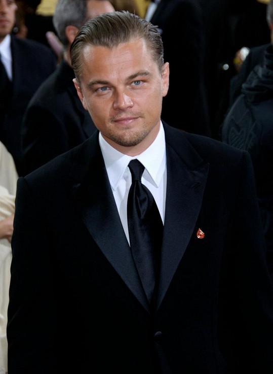 Leonardo DiCaprio během oscarového večera v roce 2007, kdy mohl cenu dostat za roli v Krvavém diamantu.