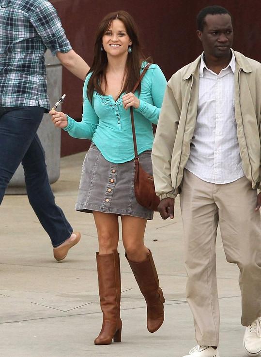 A Reese jako brunetka...
